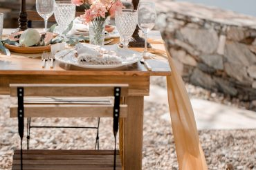 outdoor-wedding-reception-table-setting