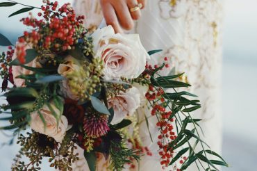 woman-holding-bouquet-of-flowers-712651